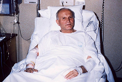 1981 FILE PHOTO OF POPE IN HOSPITAL